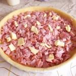 P6091611  mettre du jambon sur la tarte