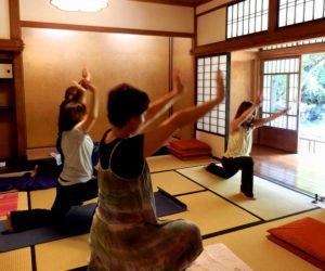 p9092463-yoga-lesson