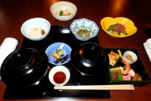 PB280853  plats traditionnels chez Koetsu